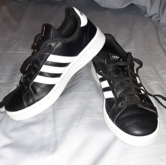 adidas Shoes - Adidas Grand court shoes